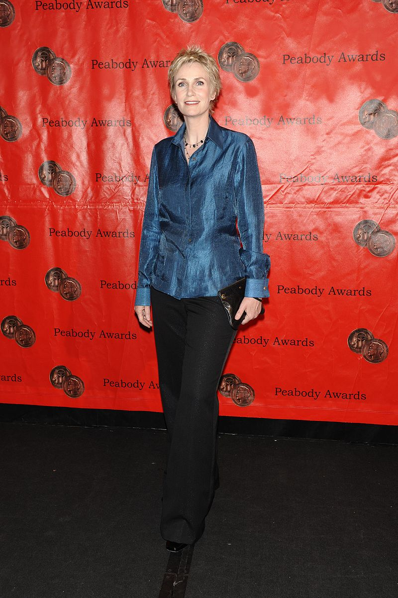 celebrity_heights_Jane_Lynch